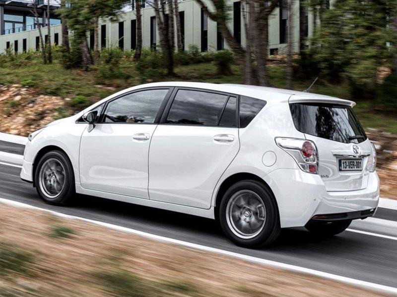 Peugeot 5008 Configuratore >> Configuratore nuova Toyota Verso e listino prezzi 2015