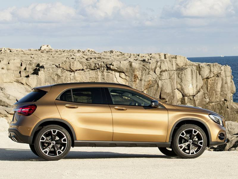 New mercedes benz gla car configurator and price list 2018 for Mercedes benz prices list