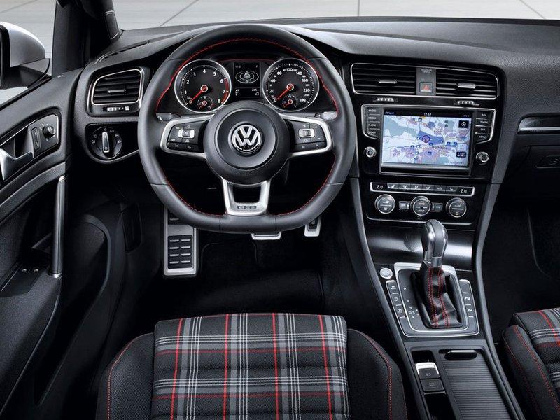 configuratore nuova volkswagen golf gti 3 porte e listino. Black Bedroom Furniture Sets. Home Design Ideas