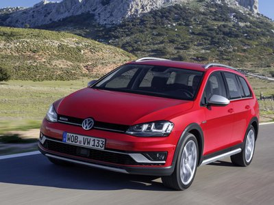 2017 Volkswagen Golf Sportwagen Tsi S >> Volkswagen Golf Alltrack News and Reviews | Motor1.com